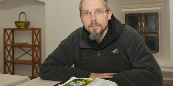 """Ojciec Mateusz Stachowski dla Radia Wilno o rekolekcjach dla mężczyzn """"Rycerze w kapciach"""""""